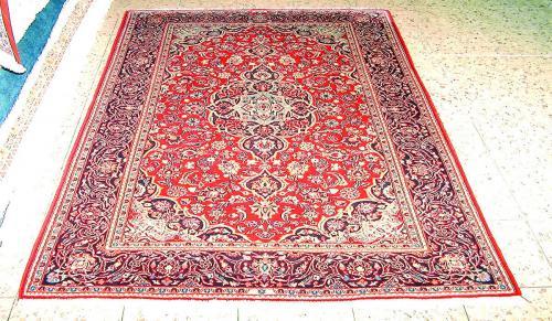 Nach der Wäsche erstrahlt der Teppich wie neu.